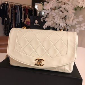 Auth CHANEL Ivory White Diana Single Flap
